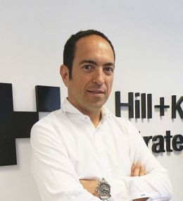 Hill+Knowlton Strategies ficha a Asier Ibarrondo